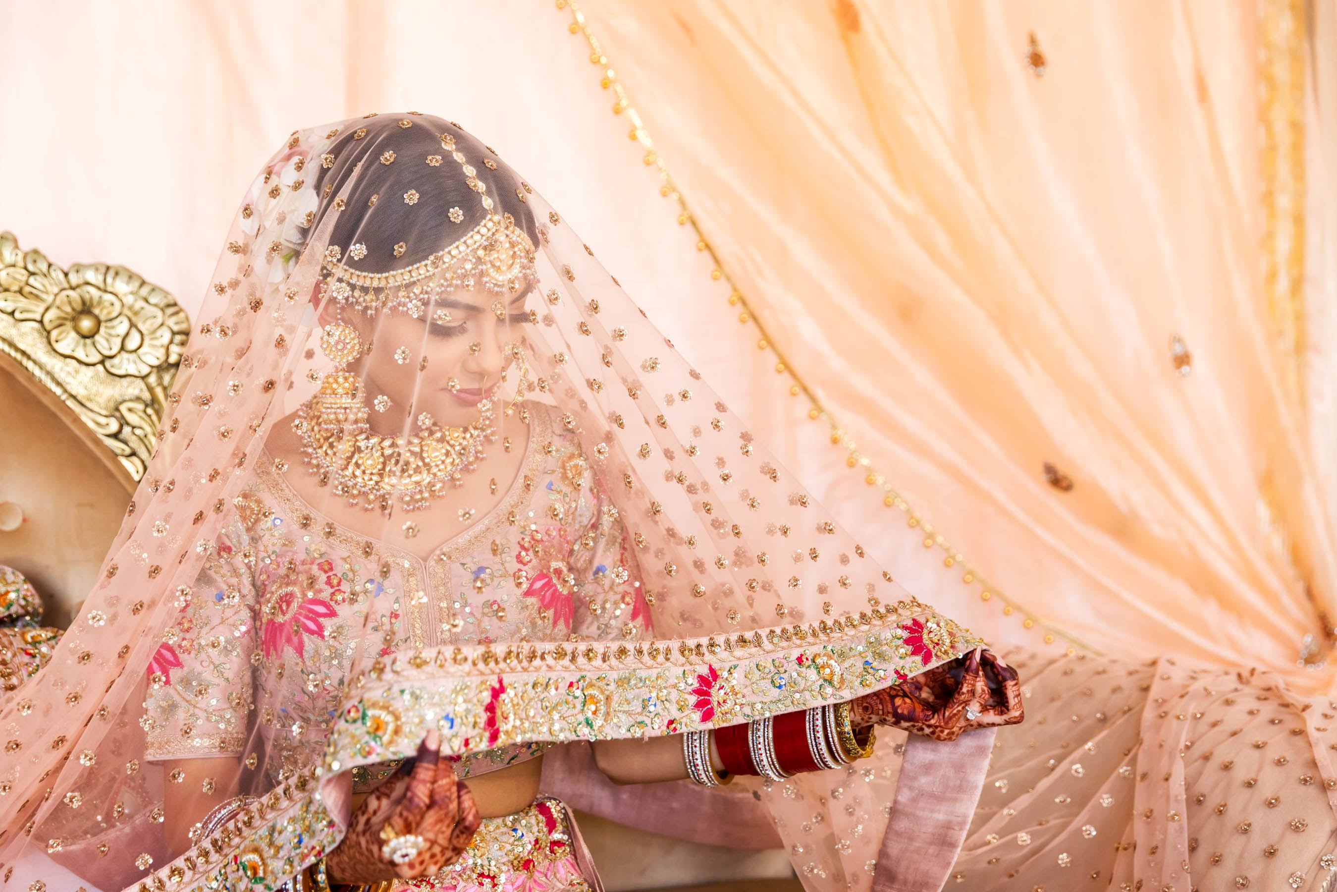 As a makeup artist, Myura had the creative freedom to stay true to her style during her glam Punjabi wedding.