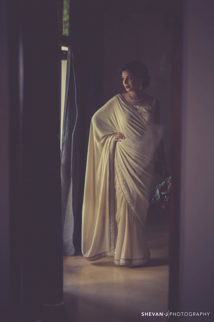Bride Maya wore a simple and natural cream saree on her wedding day with a matching Sabyasachi saree blouse.
