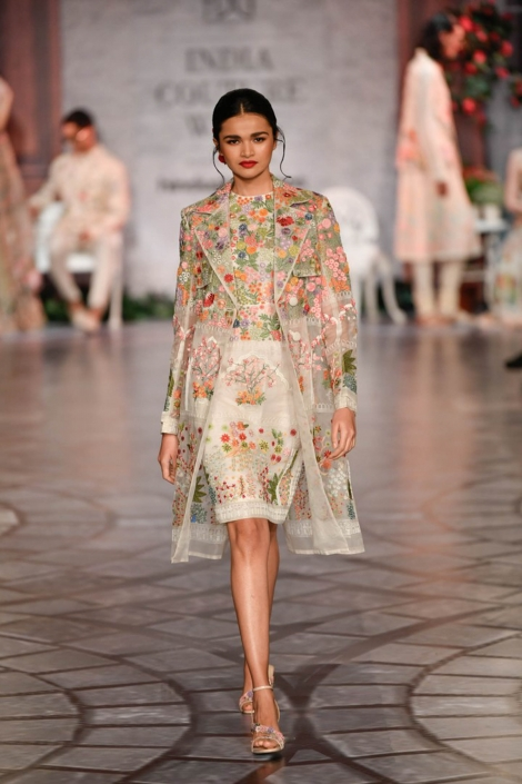 This year's hottest Indian bridal fashion trends includes a lot of bridal gowns and skirts. Check out Rahul Mishra's show at India Couture Week for inspiration.