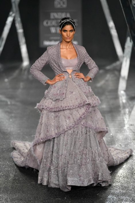 The hottest Indian bridal fashion trends. Falguni And Shane Peacock for India Couture Week 2019.