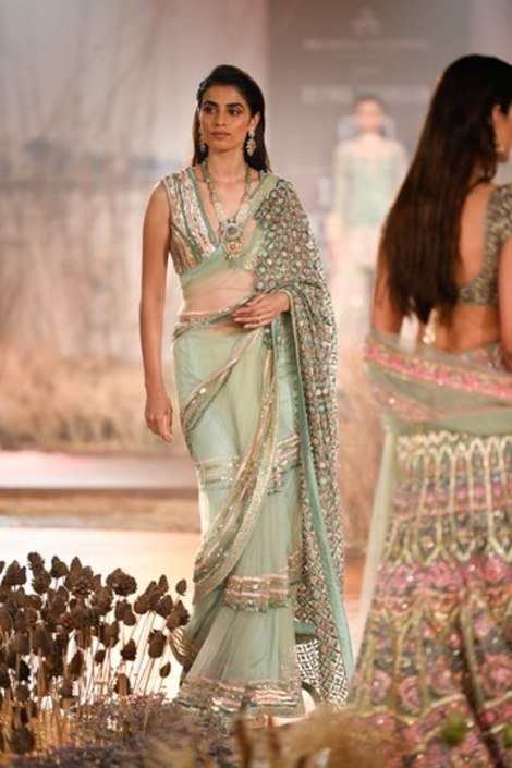 The hottest Indian bridal fashion trends for 2020 includes the humble saree. WIth thanks to designers like Reynu Taandon.