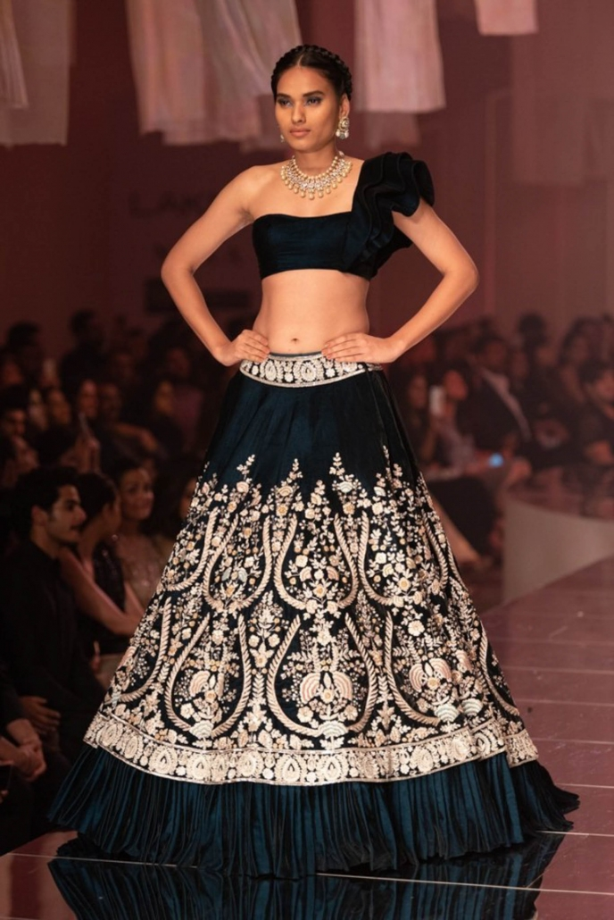 We love this alternative saree blouse style from Manish Malhotra and see it as being one of the hottest Indian bridal fashion trends for 2020.