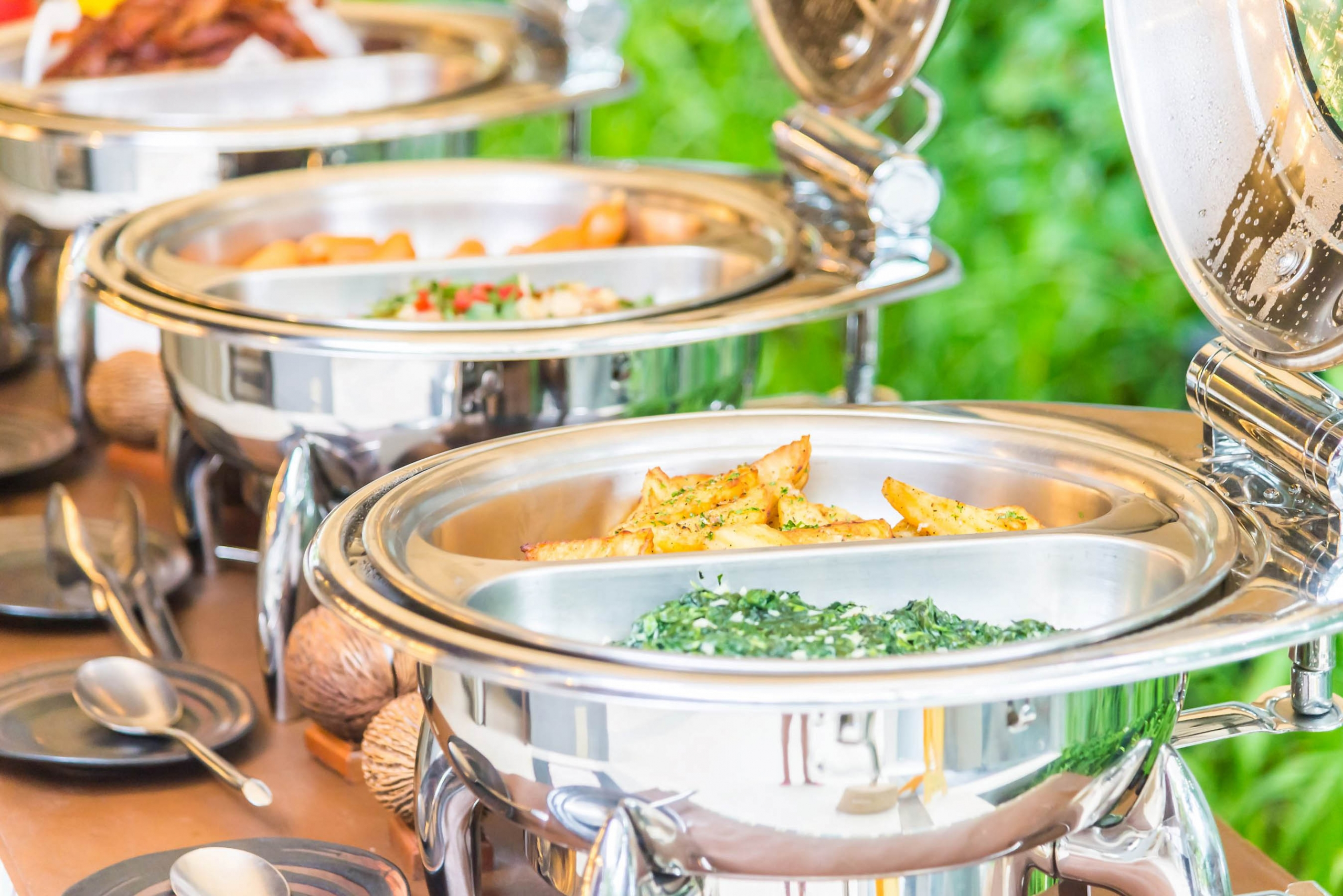 Welcome to the world of Gujarati wedding food with thanks to Grand Mercure Vadodara Surya Palace, India.