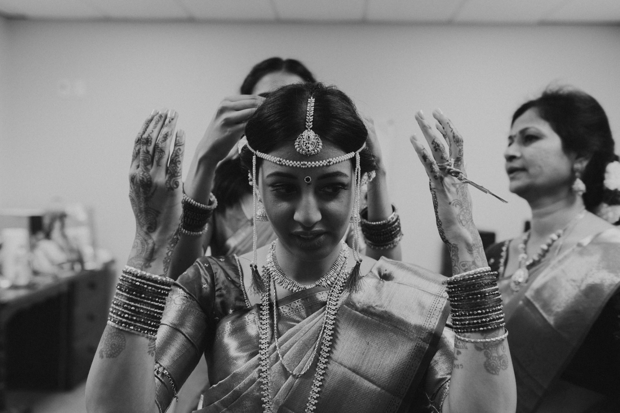 Indian bride, Shilpa wore a traditional kanchipuram saree for her Hindu wedding ceremony in Auckland, New Zealand.