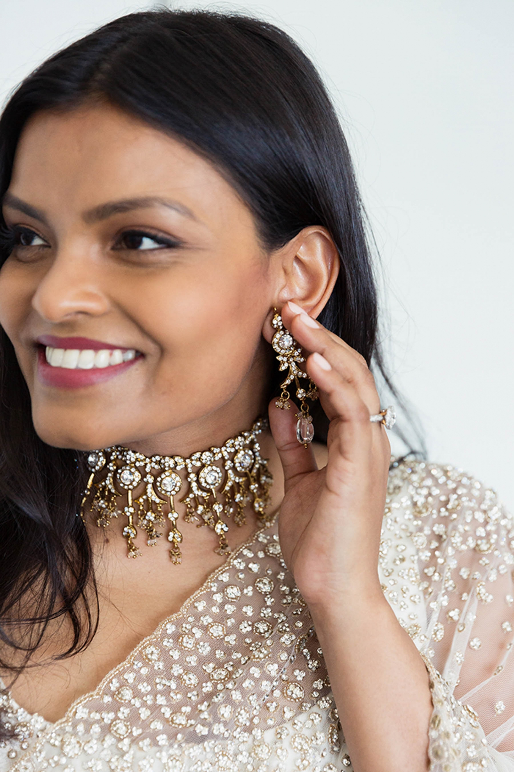 South Asian bride Erandi, showing off her stunning bridal jewellery