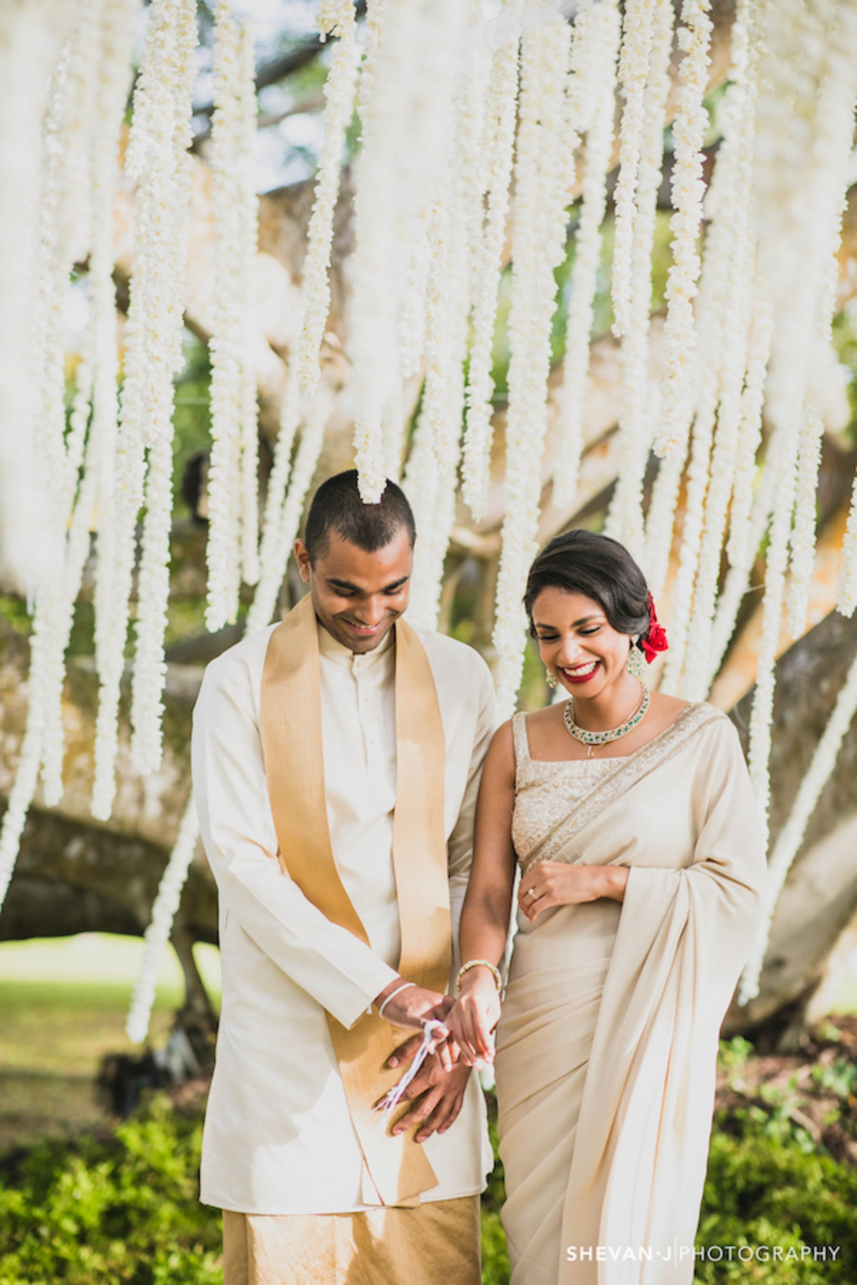 Whether it's a Sri Lankan wedding or an Indian wedding, we have the ultimate wedding planning checklist printable for you. Let's start wedding planning!