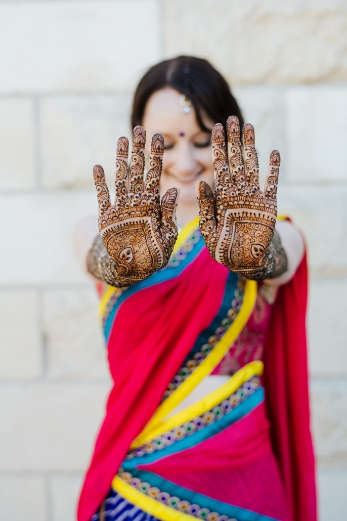 Australian bride, Claire at her mehndi party in Melbourne. Here she is showing off her stunning mehndi design.