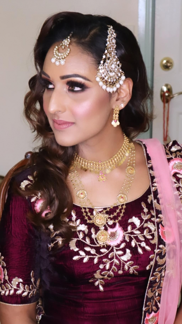 Indian bridal hair and makeup artist, Bhawna Mmahajan offers services to brides and bridal parties in Brisbane and Australia.