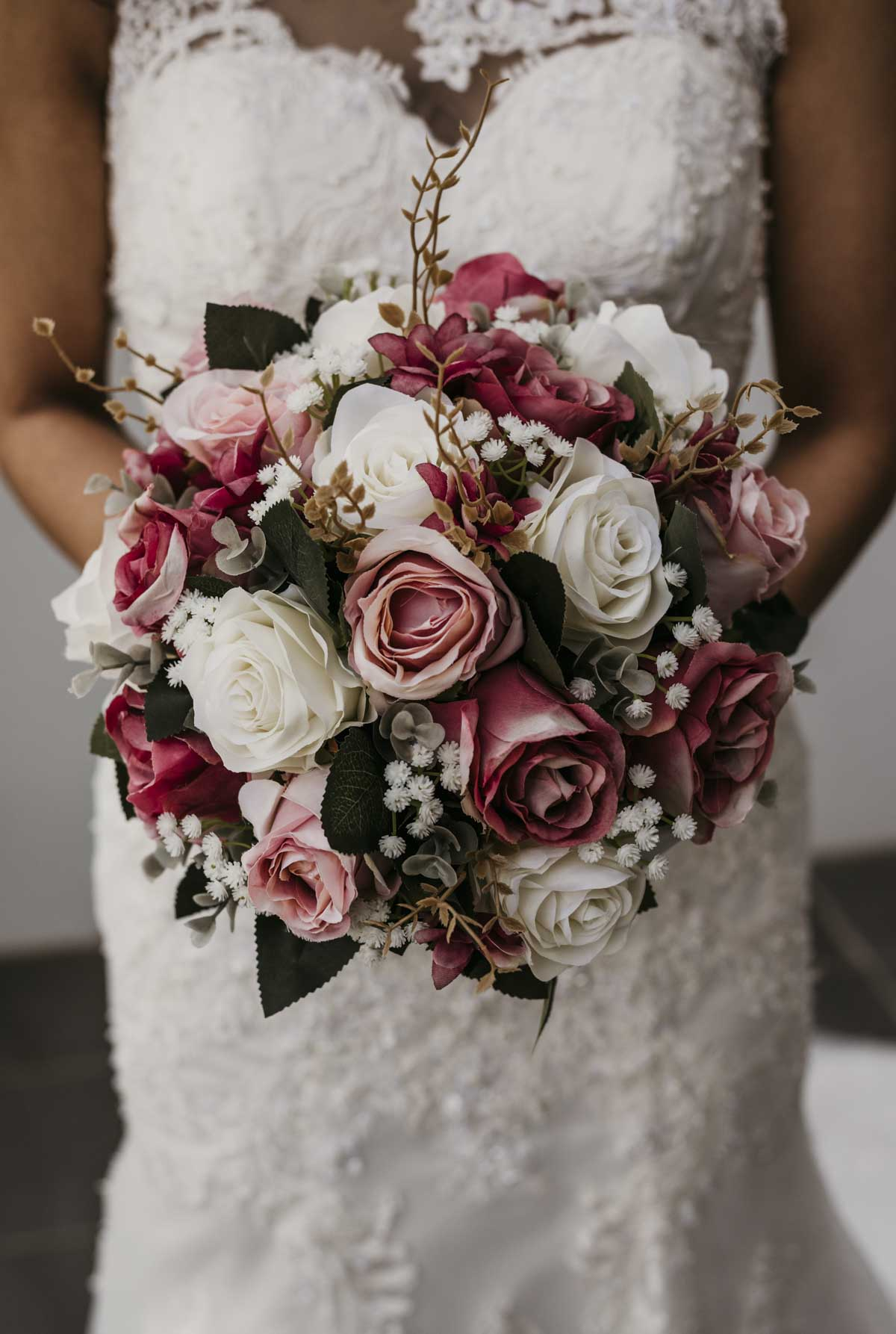 Vietnamese Australia bride, Shay's fresh floral bouquet was full of roses for her Brisbane wedding.