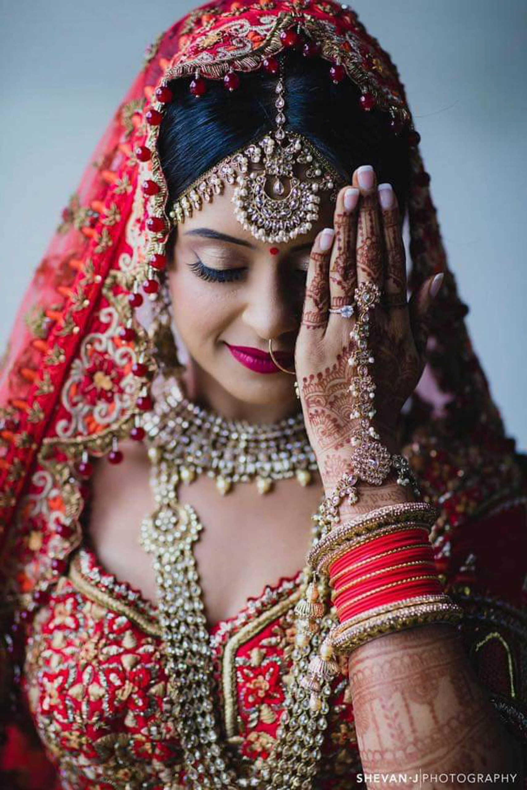 Professional Melbourne bridal henna and makeup artist, Fadziies Mehndi And Beauty is bringing joy to Indian brides. Here's one of her gorgeous Indian brides' in Melbourne on her wedding day. Photography captured by wedding photographer, Shevan J Photography.