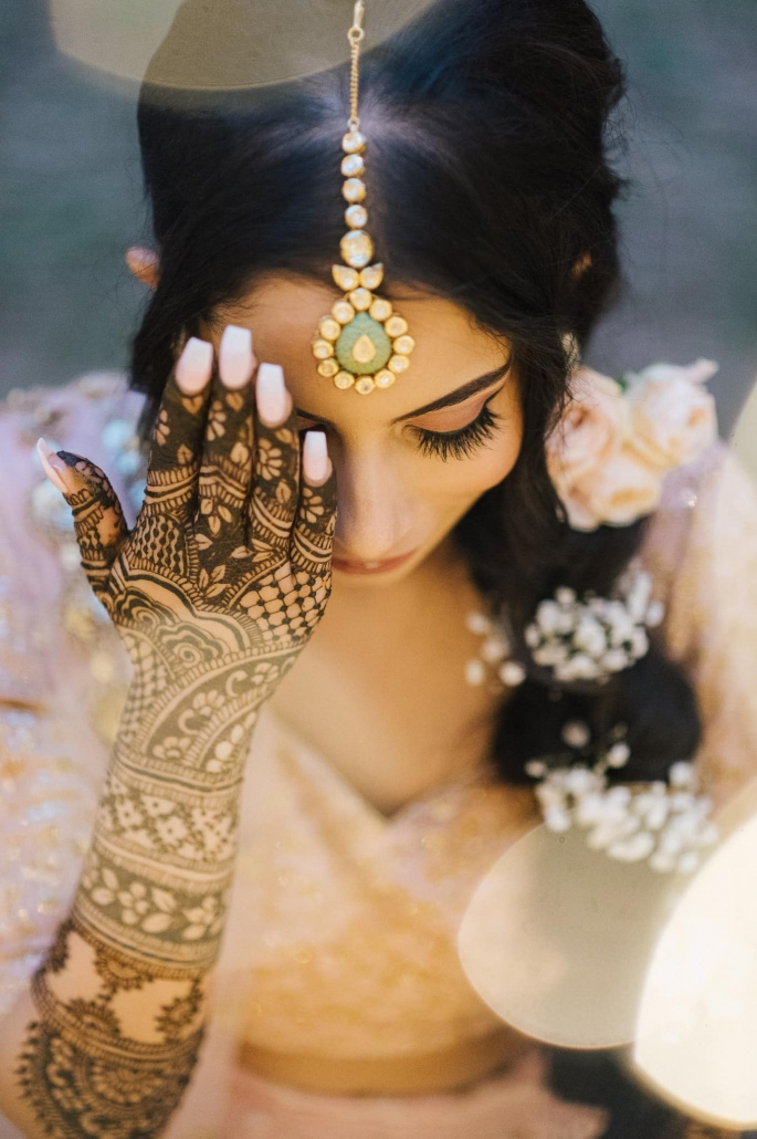 Melbourne bride, Simran at her mehndi party. Go behind the scenes of her wedding only on The Maharani Diaries. Photography by Bhargav Boppa.